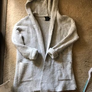 Thick Warm beachy sweater two front pockets